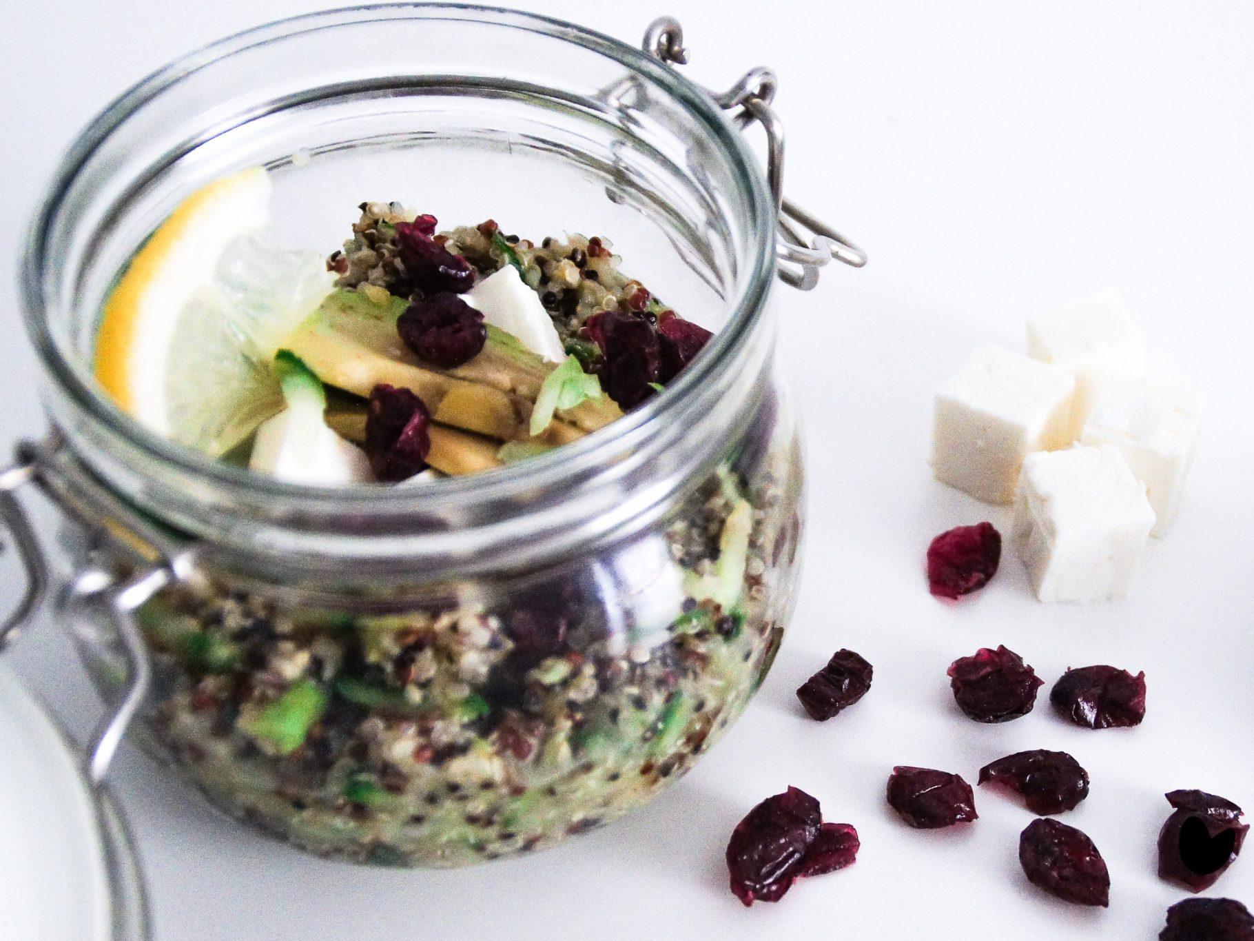 Quinoa mit Avocado-Gurken Mousse